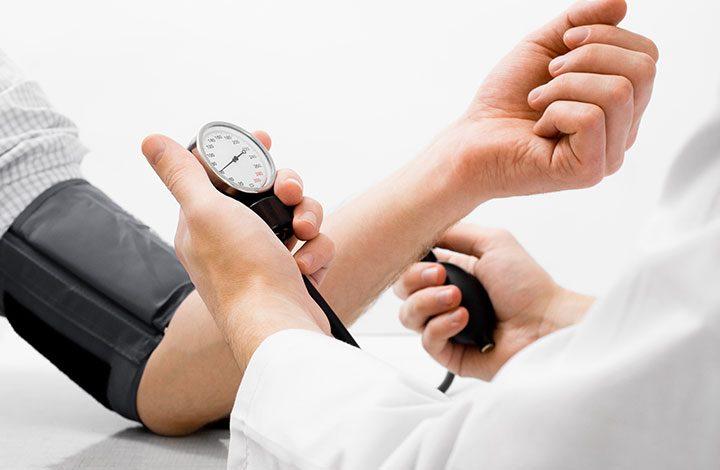 تعرف على أعراض تشير إلى الإصابة بارتفاع ضغط الدم