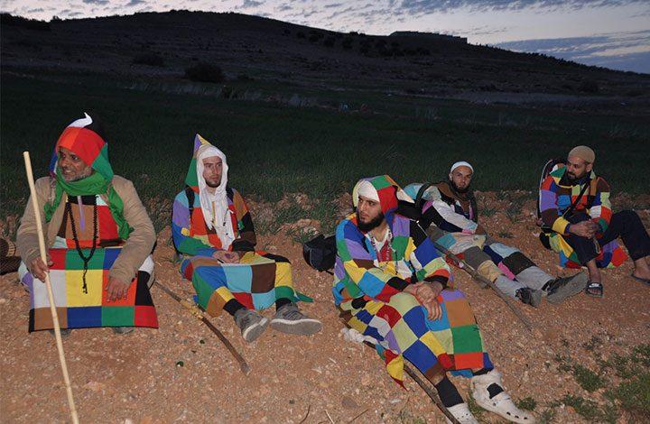 دراويش الكركرية يثيرون الجدل في الجزائر