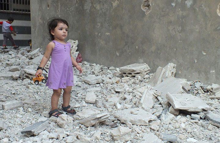 نصف المدنيين المحاصرين في الرقة السورية من الأطفال