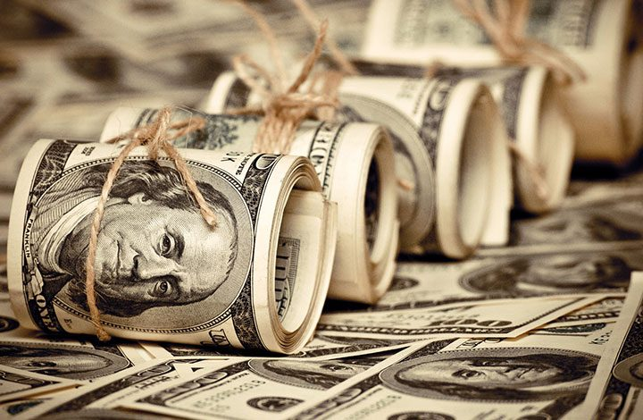 العرب يدعمون اقتصاد أمريكا بـ 272 مليار دولار.. والحصة الأكبر لنظام آل سعود
