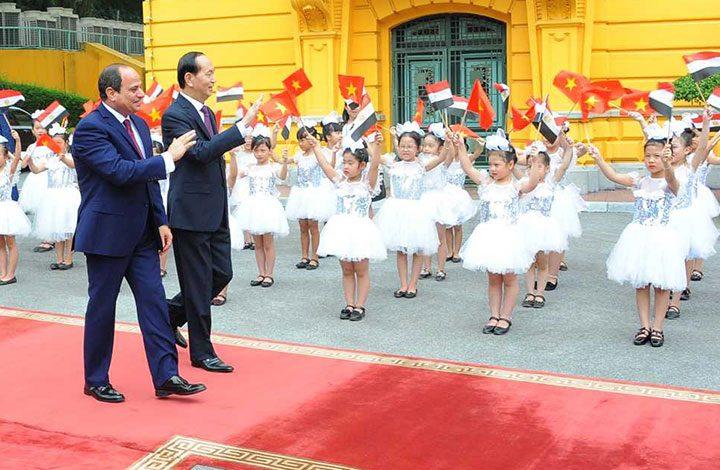 «خبير اقتصادي» يفند النتائج المزعومة لزيارة السيسي لفيتنام ويؤكد: عاد بخفي حنين