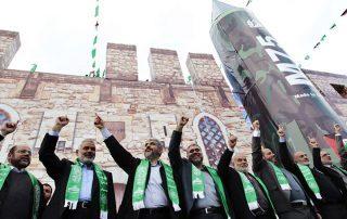 حماس تدعو «عباس» إلى التوقف عن التنسيق الأمني و الكف عن إعتراض المقاومة