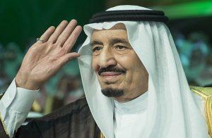 مسؤولون سعوديون: سلمان لم يتنازل عن العرش لابنه