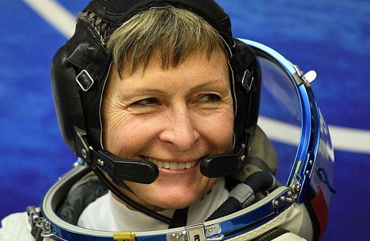 رائدة فضاء أمريكية تعود للأرض بعد رحلة قياسية