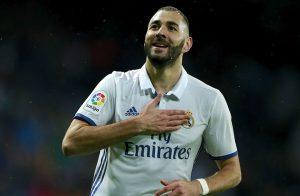 ريال مدريد تعلن تجديد عقد كريم بنزيما حتى 2021