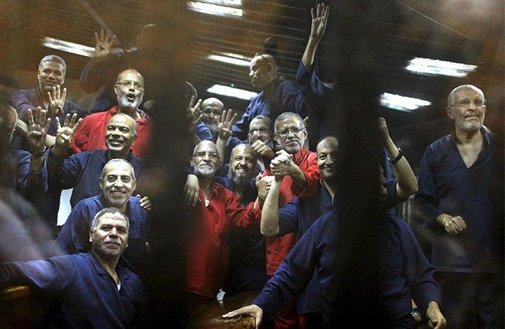 """قبل أن يلقوا مصير """"عاكف"""".. مطالبات حقوقية بالإفراج عمن تخطوا السبعين عاما في السجن"""