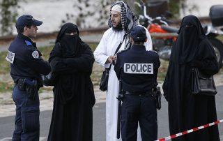 السفارة السعودية بالنمسا تحذر السعوديات من ارتداء النقاب