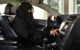 إعلامي سعودي: معارضو السماح للمرأة بقيادة السيارة إخوان ولا يريدون تقدم المجتمع