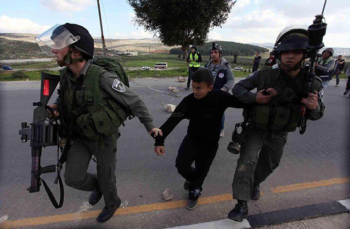 بينهم أطفال ونساء.. إسرائيل تعتقل 450 فلسطينيا خلال أغسطس الماضي