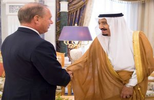 فرنسا تختار سفيرها السابق بالسعودية مبعوثا لها لحل الأزمة الخليجية