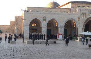 يهود يقتحمون المسجد الأقصى في ذكرى اقتحام شارون له قبل 17 عام