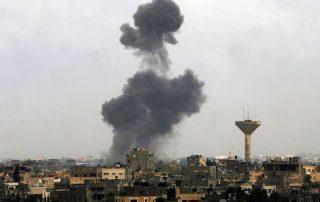 """إسرائيل تقصف موقعًا لـ""""حماس"""" بعد إطلاق صاروخ من غزة"""