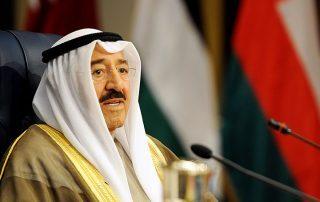 أمير الكويت في السعودية لمواصلة جهود الوساطة في الأزمة الخليجية