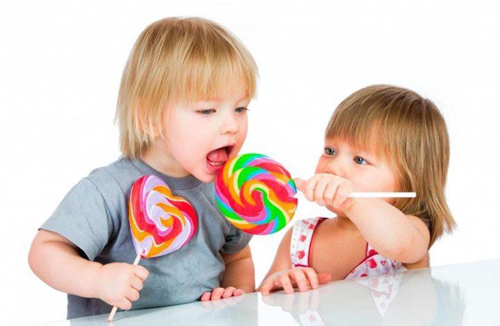 تعرف على الأسباب التي يجب إبعاد الأطفال عن الحلويات والنشويات