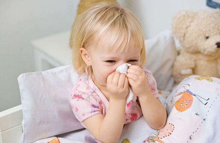 إليك بعض طرق وقاية وعلاج الرضع من نزلات البرد