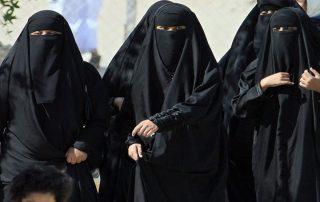 السعوديون يطالبون بالتعدد الإجباري في الزواج.. وفتيات: نوافق ولا نمانع