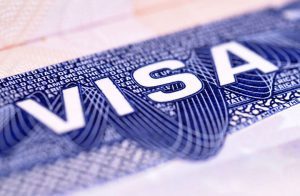 البحرين تفرض على القطريين تأشيرة دخول لأراضيها
