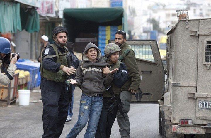قوات الاحتلال تعتقل ثلاثة فلسطينيين بينهم طفل مريض