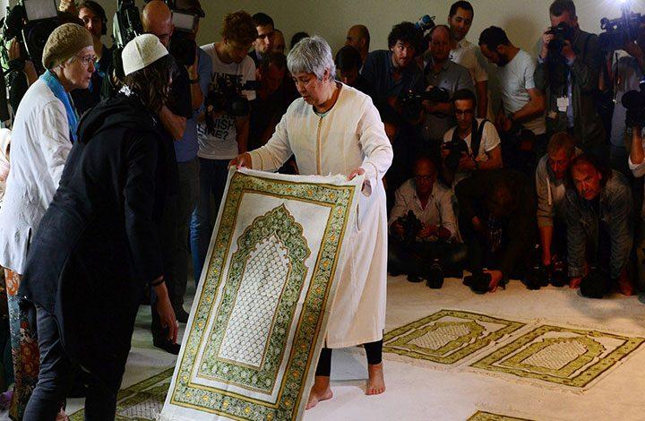 تاز: شبهات حول قيام السعودية بتمويل صاحبة المسجد المختلط بألمانيا