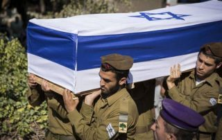 مقتل جندي إسرائيلي في عملية طعن.. وهروب المنفذ