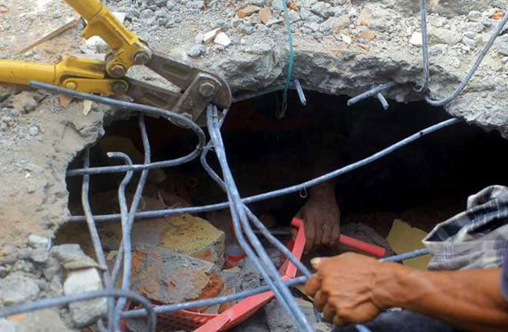 مقتل اثنين في زلزال بقوة 6.5 درجاتبأندونيسيا