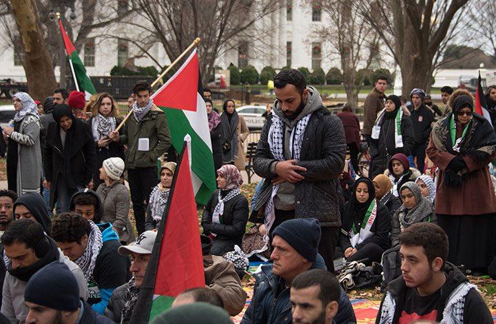 """بالقرب من البيت الأبيض.. الآلاف يتظاهرون رفضًا لقرار """"ترامب"""" بشأن القدس"""
