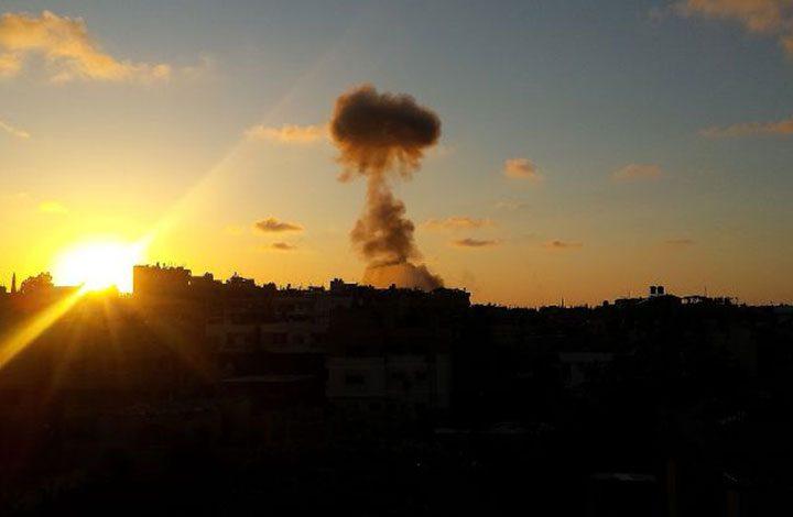 """لليوم الثالث.. غارة إسرائيلية تستهدف موقعا لحركة """"حماس"""" في غزة"""