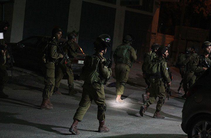 """قبل زيارة نائب """"ترامب"""".. جيش الاحتلال الإسرائيلي يعتقل 12 فلسطينياقبل زيارة نائب """"ترامب"""".. جيش الاحتلال الإسرائيلي يعتقل 12 فلسطينيا"""