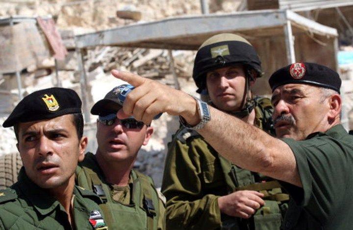 صورة تجمع جنود بالسلطة مع جنود بالاحتلال