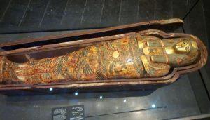 بعض من الآثار المصرية المعروضة في متحف اللوفر بأبو ظبي