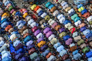 مسلمين أثناء الصلاة