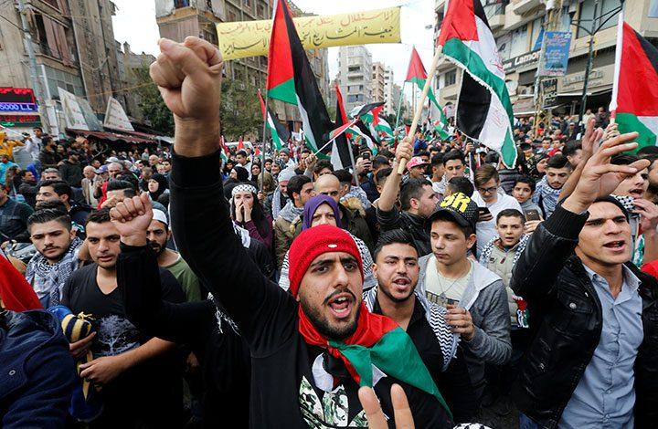 """بشأن """"القدس"""" و""""أونروا"""".. وقفة في غزة تنديدًا بالقرارات الأمريكية الأخيرة.. واعتقالات بالضفة المحتلة"""