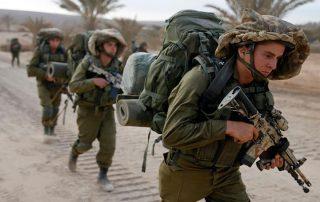 """""""إسرائيل"""" تعتقل 17 فلسطينيا في الضفة الغربية.. وتوغل للجيش جنوب قطاع غزة"""