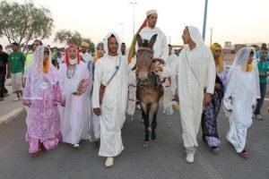 أمازيغ يحتفلون بزيهم التقليدي
