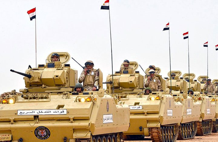 """""""لوموند"""": الجيش المصري عاجز عن هزيمة ألف جهادي بسيناء"""