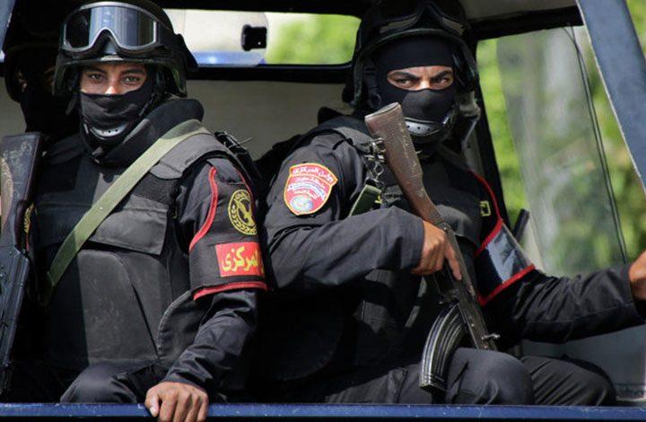 """عقب وفاة محتجز.. إصابة 9 أشخاص إثر محاولة """"اقتحام"""" قسم شرطة بمصر"""