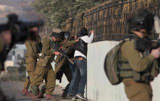 لهذا السبب.. الجيش الإسرائيلي يفتش نحو مائة منزل لفلسطينيين ويعتقل ثمانية