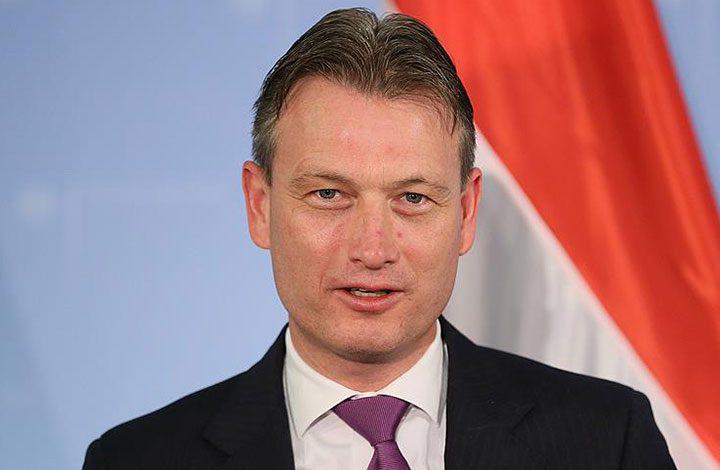 وزير الخارجية الهولندي يستقيل بعد اعترافه بالكذب