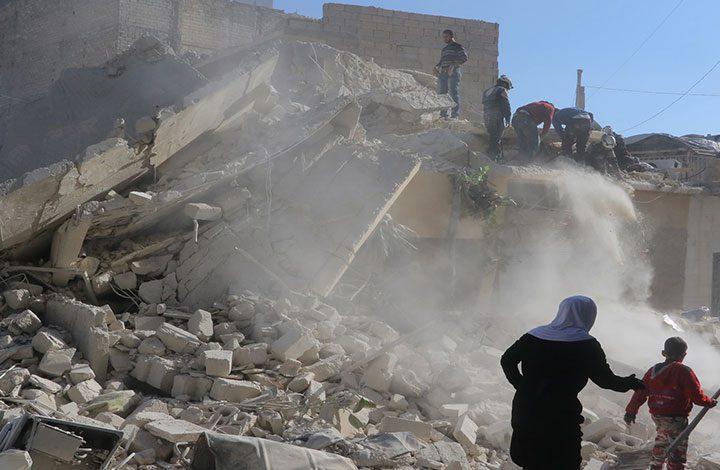 ردًّا على إسقاط طائرة.. مقتل 11 شخصًا بقصف للنظام السوري وروسيا على إدلب