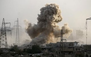 مقتل عشرات السوريين بسبب القصف المتواصل لطائرات النظام وروسيا والتحالف الدولي