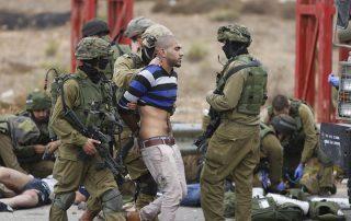 """""""إسرائيل"""" تعتقل 21 فلسطينيا بالضفة الغربية"""