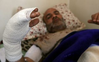 """عودة تفجيرات ليبيا.. 3 قتلى و130 مصابًا في تفجير مسجد بـ""""بني غازي"""""""