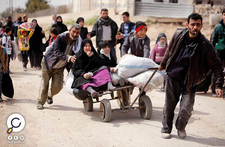 سوريا.. 30 ألف سوري يفرون من جحيم النيران في الغوطة