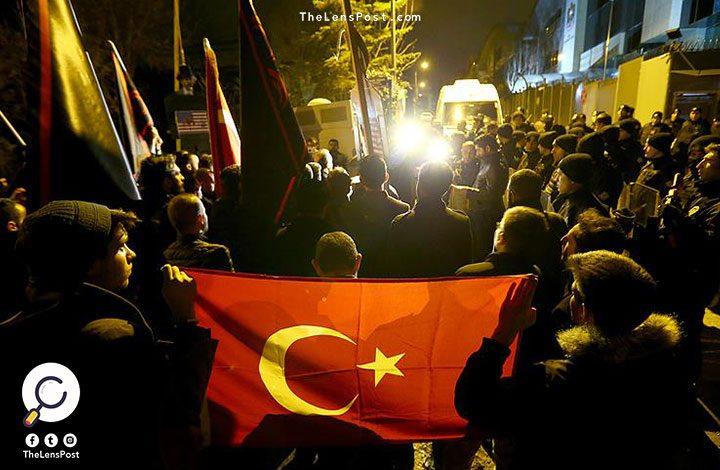 """خلال تظاهرة.. عشرات الأتراك يطالبون الإمارات بإطلاق سراح رجل الأعمال """"محمد علي أوزتورك"""""""