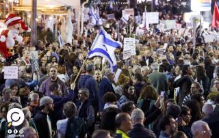 مئات الإسرائيليين يتظاهرون وسط تل أبيب