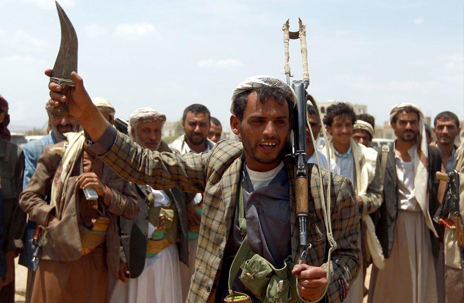 الحوثيون-يتهمون-الإمارات-باحتجاز-صيادين-يمنيين-على-سجن-عائم
