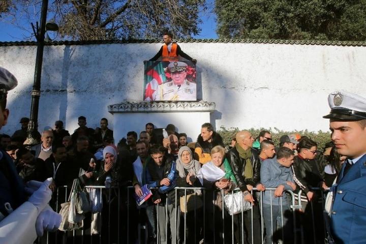تشييع-جثمان-رئيس-الأركان-الجزائري-قايد-صالح