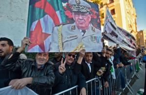 جزائريون-يطردون-سفير-فرنسا-من-جنازة-قائد-الأركان
