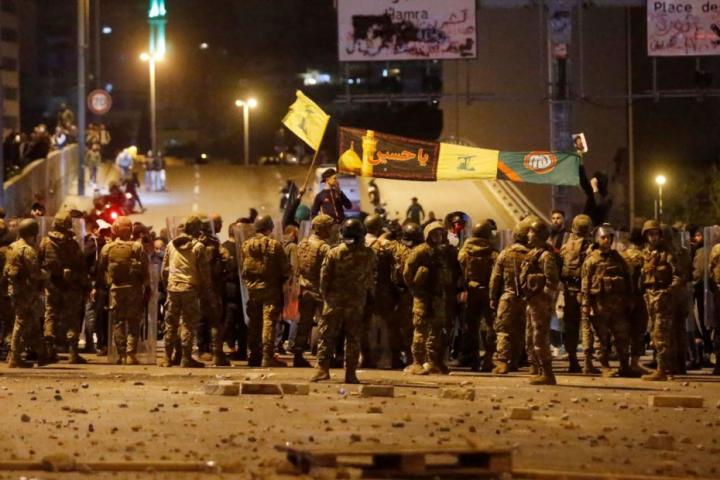 عشرات الجرحى في مواجهات بين أنصار حزب الله وحركة أمل والقوى الأمنية وسط بيروت