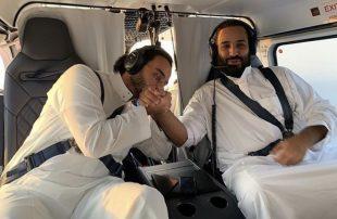 على-متن-مروحية-.وزير-الحرس-الوطني-السعودي-يقبّل-يد-بن-سلمان